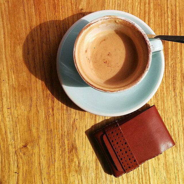 Best slim wallet.  Minimalist leather mens wallet.  For those value form and function.