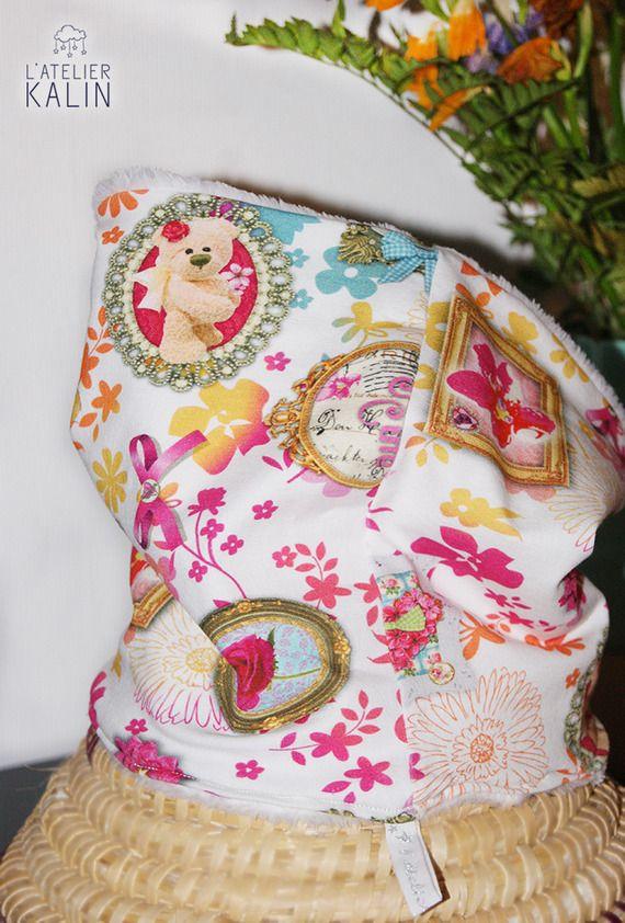 Snood pour fille bien chaud et tout doux pour affronter l'hiver, un beau tissu moderne et coloré, pour une belle princesse, de plus il est extensible pour un enfilage très facile. Tissu :  extérieur tissu jersey  intérieur tissu minky  taille : enfant https://www.alittlemarket.com/mode-filles/fr_snood_jersey_tout_doux_duchesse_-19159180.html