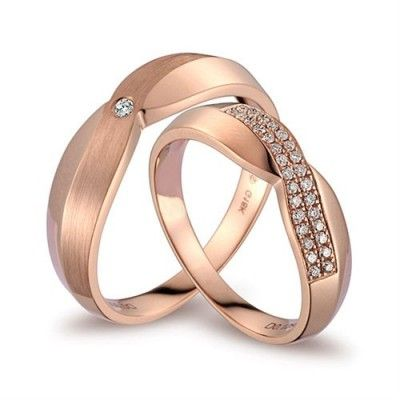 A beautiful diamond couples wedding rings band that features 1/2 carat total diamond set in 18ct Rose Gold. The beautiful set is sure to attract attention with its beauty and style. A perfect that to declare your love. please note that you can specify both ring sizes, for men's ring and for women's ring in the notes section during the ordering process. Both rings come in its jewelry box.