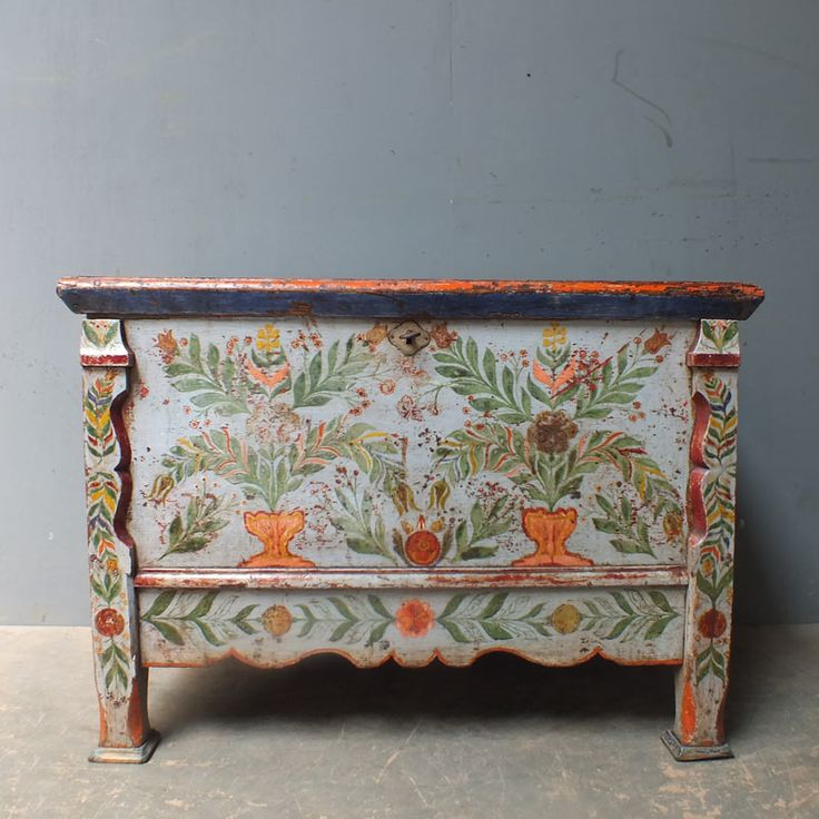 Attractive Antique Coffer Or Dowry Chest.