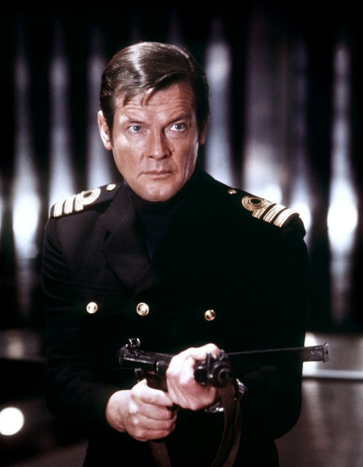 Roger Moore (The Spy Who Loved Me - 1977) Ian Fleming