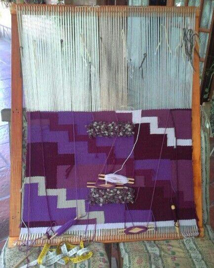 Jugando con tonos lilas y violetas. Tapiz a Telar
