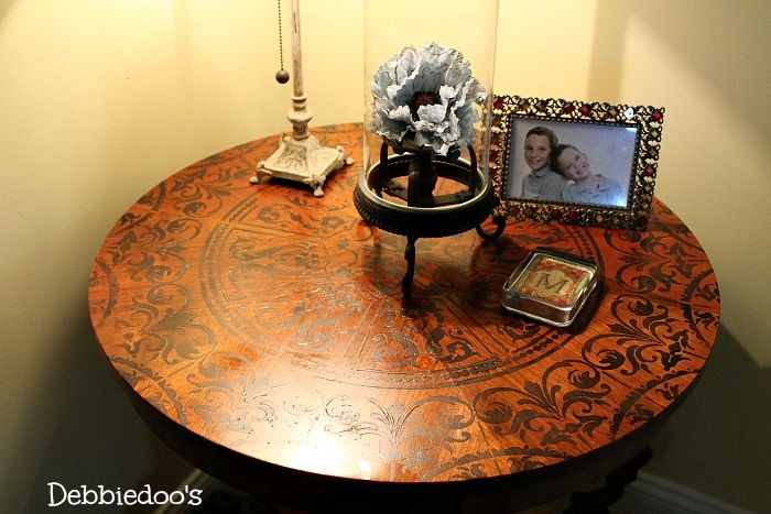 stenciled table top 010