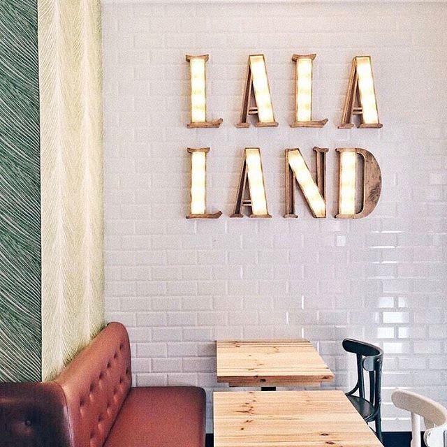 Magical La La Land Contar lo que pasó pero nunca olvidar lo que pudo haber pasado, que es siempre mucho más interesante. Quiero volver a verla en bucle, una y otra vez!! #lalaland