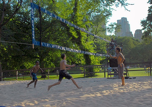 Great To Do In Nyc This Weekend Join A Pickup Volleyball Game In Central Park See