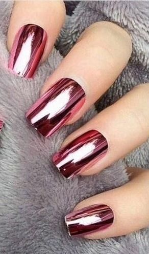People are obsessing over this new Pinterest nail trend and we can guess why- it involves chrome!