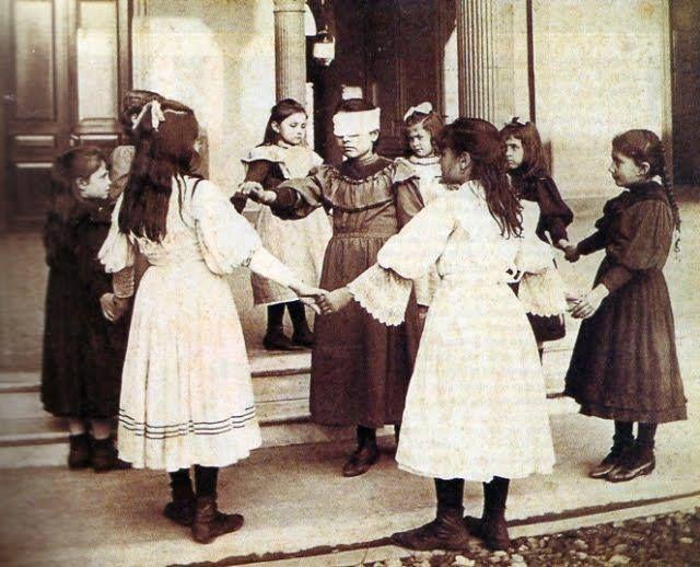 Ninas Jugando A La Gallinita Ciega 1908 Mexdelrecuerdo Ninos Ayer Juegos Juegos Tipicos Epoca Colonial Juegos De Plataformas