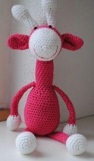 gehaakte giraffe (gratis Nederlands haakpatroon). Heb hem zelf een paar van gemaakt. Mijn 1e dier wat ik gehaakt heb. Heel leuk om te doen.