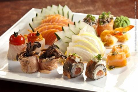Hikouki Sushi - Congonhas (jantar)    Combinado Especial do Chef  Sashimis: salmão e peixe branco; Rolos de salmão com molho de ervas finas, Camarão, Enrolados e Sushis Especiais de Chef