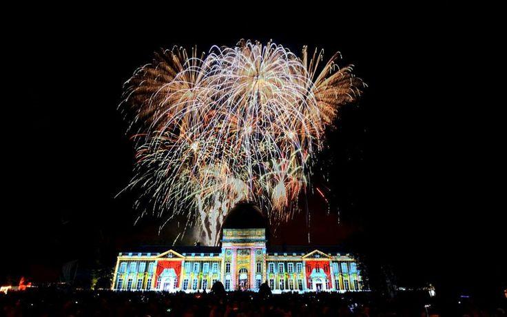 Palais royal à Bruxelles lors du feu d'artifice de la fête nationale.