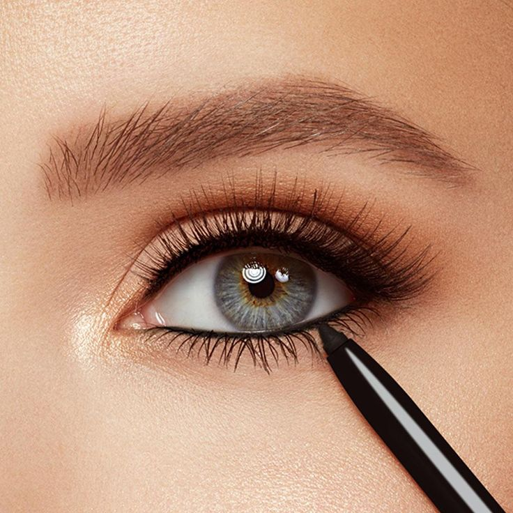 Long lasting waterproof eyeliner glides on smoothly. Contains shea butter, sodium hyaluronate and ceramides for younger-looking lids and conditioned lashes.