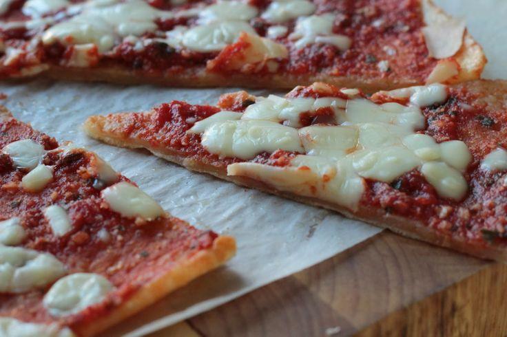Primal bezlepková pizza z tapiokové mouky  http://www.veseleboruvky.cz/2014/01/bezlepkova-pizza-z-tapiokove-mouky.html#more