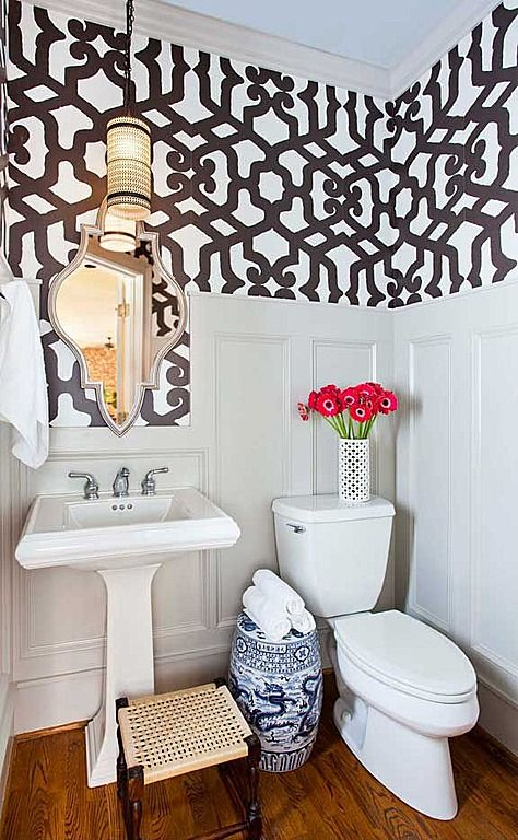 Small bathroom wainscoting and wallpaper diy small home for Bathroom decorating ideas wallpaper