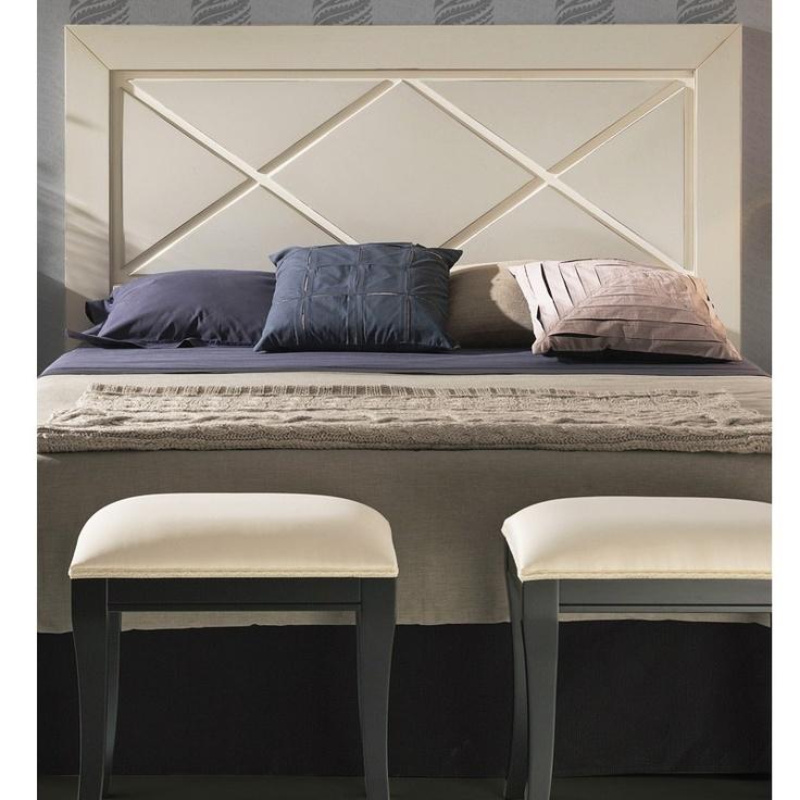 cabezal de cama modelo recto y con panel central con formas de aspas cabecero de