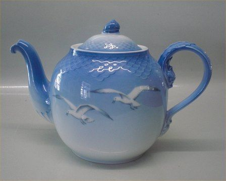 Bing & Grondahl Teapot pattern is Seagull