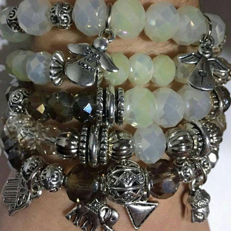Hoy ellas son nuestras elegidas... pulseras llenas de cristales y dijes ☄☄ te las vas a a perder??? #angelesdecristalaccesorios #pulseras #diseñosunicos #multidijes #cristaleschecos #colours #natural #moda #tendencia2017 #style #chic #salidadechicas #handmade #hechoconamor