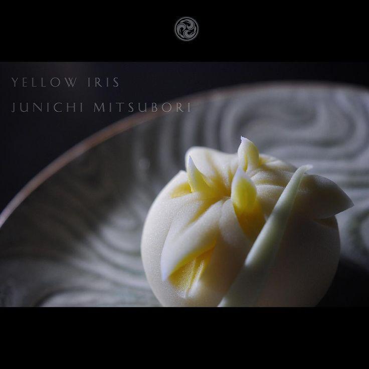 "#JunichiMitsubori #wagashi #kadou #Sweets #Artist #Japanese #Confectionery #works #instaphoto #instasweets #侘寂 #wabisabi #ねりきり #一日一菓 「 #菓道 #黄菖蒲 」 #煉切 製 #針切 wagashi of the day "" #YellowIris "" #和菓子 #一菓流 #三代目"