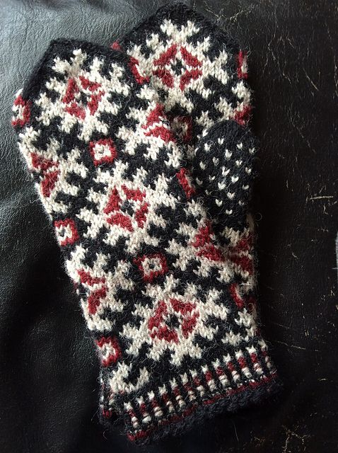 Ravelry: Bumbucis' Latvian mittens, Ventspils district, Zlēku parish II