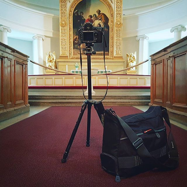 #vanguard #veo #messengerbag & #nivelo #tripod making it easy to capture the dark interior of the #Helsinki #cathedral / #travel photography #ilovetravel  #lovemyjob / #lovemysponsors #vanguard_world #vanguardprofessional #vanguard
