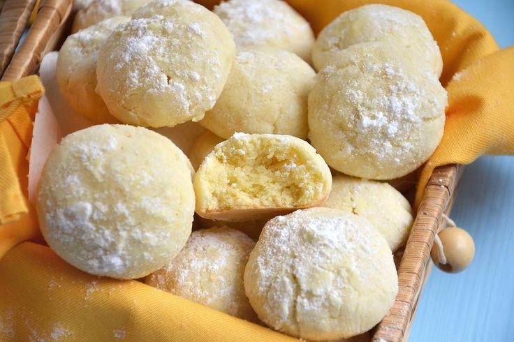 Biscotti al limone, scopri la ricetta: http://www.misya.info/ricetta/biscotti-al-limone.htm