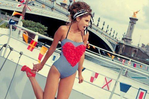 lana del ray. Styling. Sweet little swimsuit!