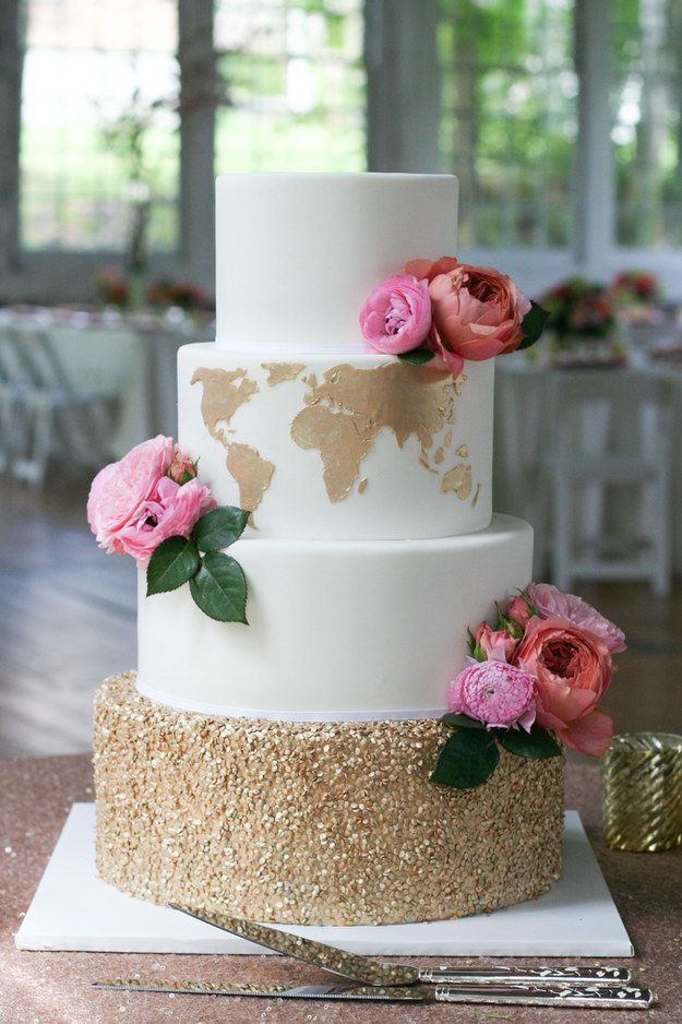 A classy cake that's perfect for a travel-loving couple.