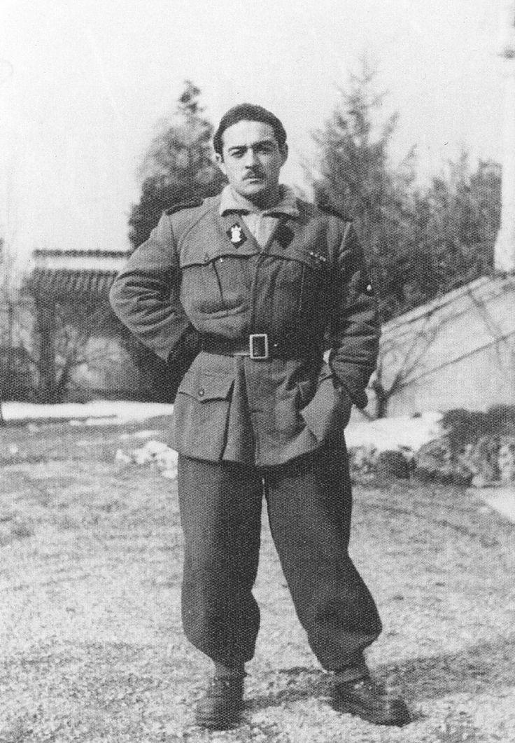 Italiane SS Legionere wearing black collar tabs and tres flecces insignia