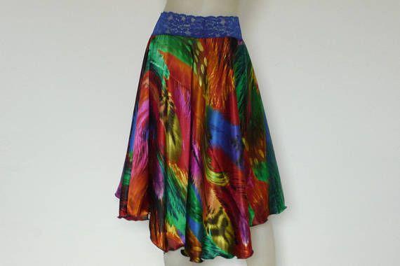 Esta falda no sólo es perfecta para Salsa o Tango bailando esta falda viene en una colerful de novia impresionante impresión pluma ---mucho más bonito en persona!! tiene un movimiento increíble bailando por el círculo de estilo corte --i diseñar mi propio patrón.. .so los estilos están fuera de la caja, y duran más entonces una temporada, y encajan más entonces una Ocasión---ya en la parte posterior TAMAÑO caben perfecto nos 6 y 8 o europeo estándar tamaño 36 y 38 ---CONVO PARA OTRO T...