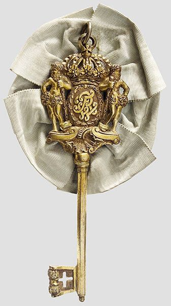 293: A cased Royal Prussian chamberlain's key : Lot 293