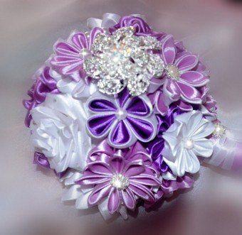 Необычный атрибут в руках невесты – свадебный букет из лент - http://vipmodnica.ru/neobychnyj-atribut-v-rukah-nevesty-svadebnyj-buket-iz-lent/