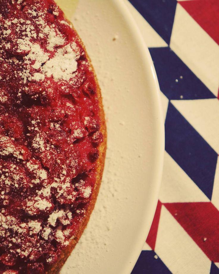 """Пирог-""""перевертыш"""" с брусникой Recipe from @anikkarose #пирог #десерт #кчаю #вкусно #ягоды #на_сладкое #выпечка #предпраздничное #food #forxmas #pie #delicious #bakery #dessert #berries #omnomnom"""
