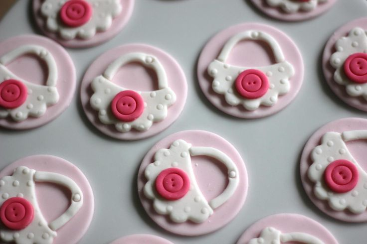 Fondant baby bib cupcake toppers.  Available at https://www.etsy.com/shop/LesPopSweets?ref=hdr_shop_menu