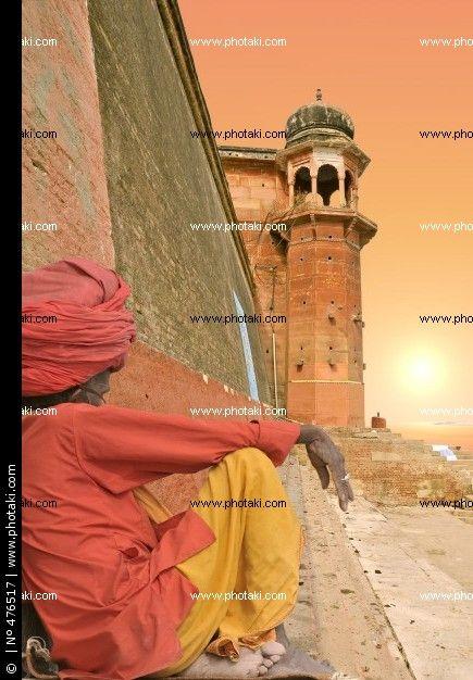 http://www.photaki.com/picture-sunset-in-varanasi-india_476517.htm