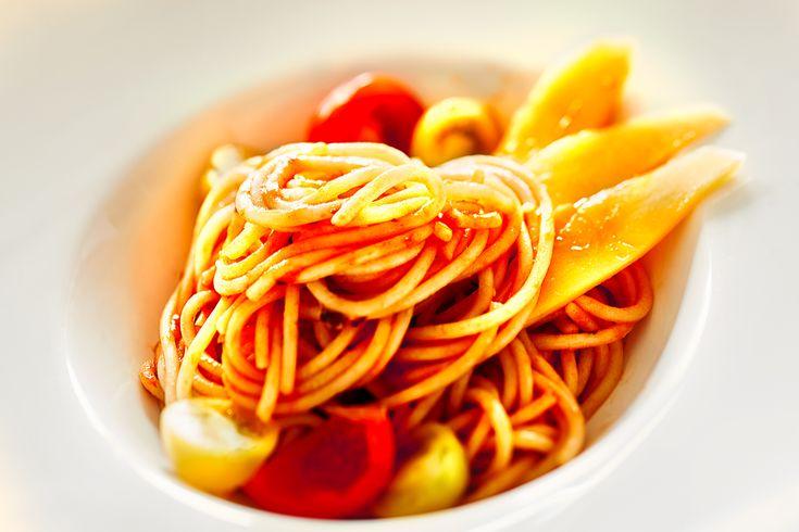 Spaghetti mit Tomate und Mango