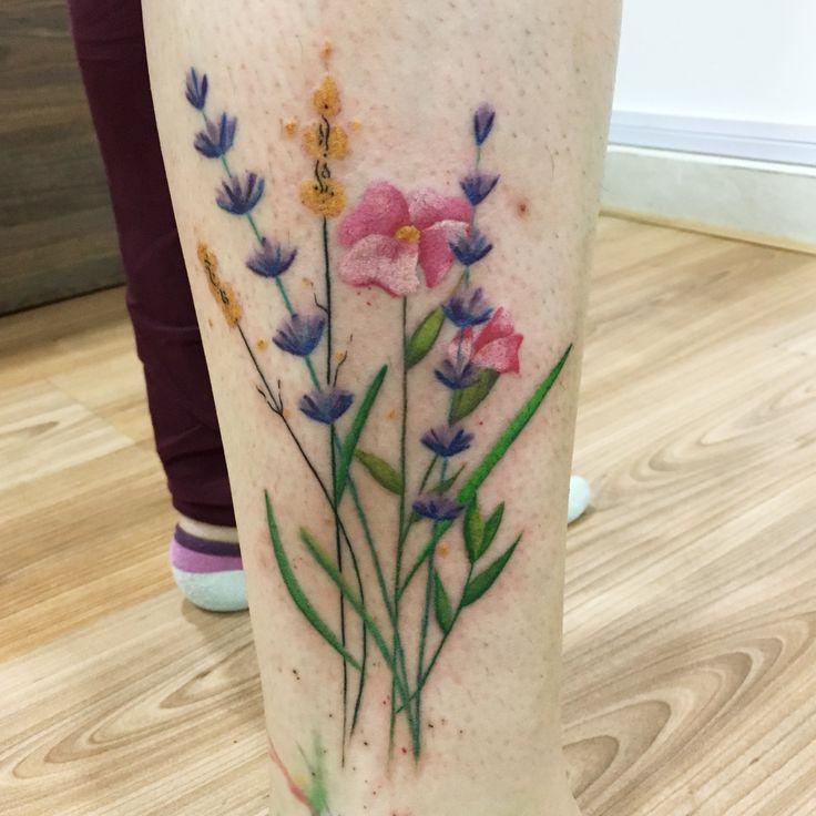 Tatuaje de flores #flowertattoo #lavanda #lavandatattoo by @suxiyaco #punkybambi