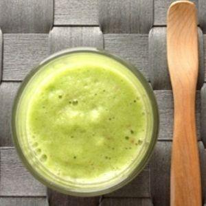 小松菜とフルーツのグリーンスムージー