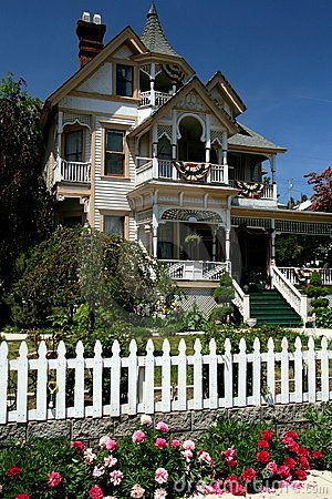 Victorian House Boasts 1st And 2nd Floor Porch Balocny
