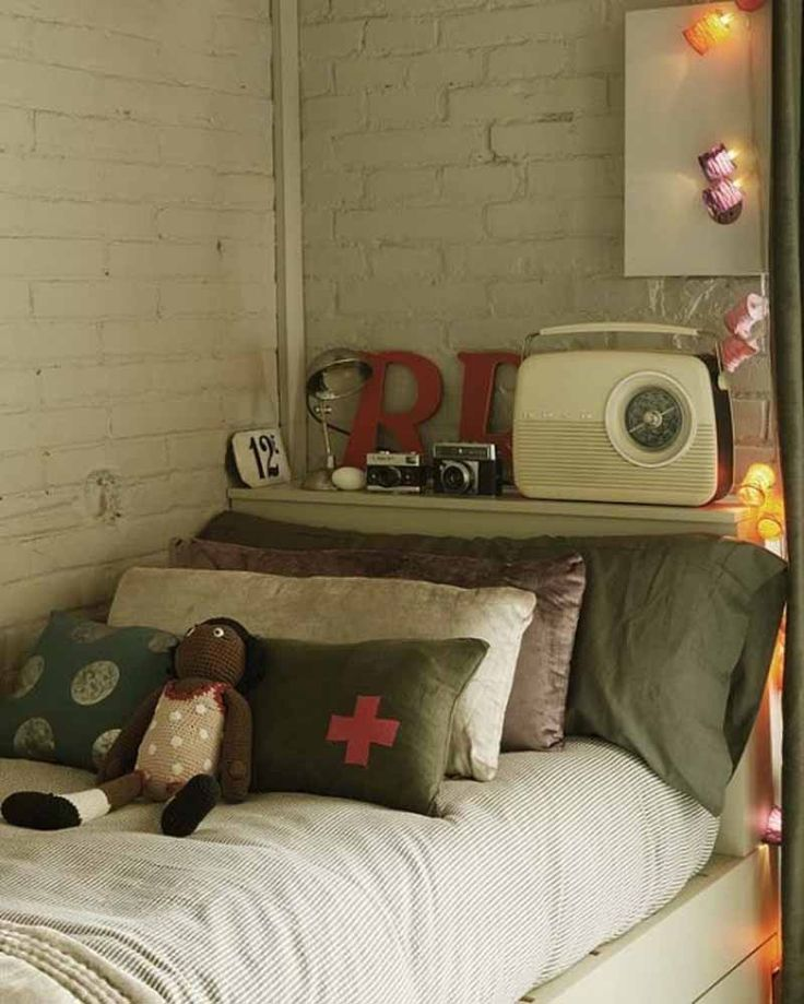 1000  ideas about Modern Vintage Bedrooms on Pinterest   Home staging  Urban chic bedrooms and Staging