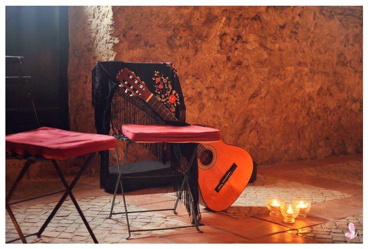 Traditional portuguese theme birthday party || Fado's night Read more: http://eraumavez-osonhoperfeito.blogspot.pt/2014/04/sneak-peak.html