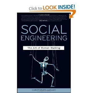 Social Engineering: The Art of Human Hacking [Paperback]
