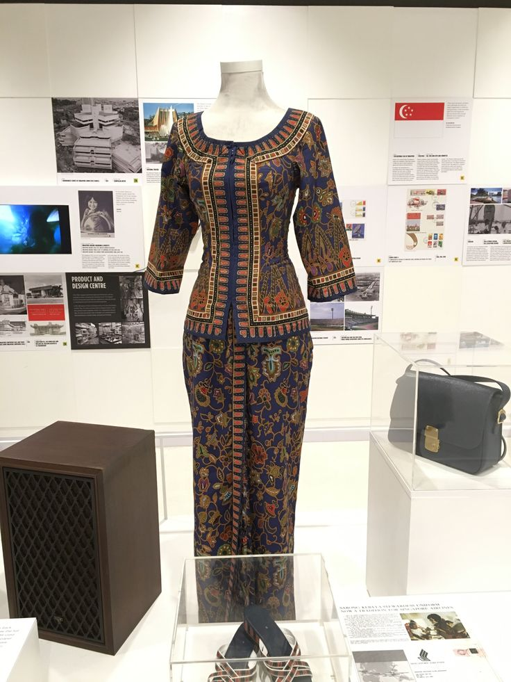 This iconic SIA flight stewardess uniform is based on the traditional costume worn by women in the South East Asian region, called the sarong kebaya. This uniform is internationally recognised as the uniform of world class SIA flight stewardesses, and highlights how successful SIA has become as an internationally recognised brand.