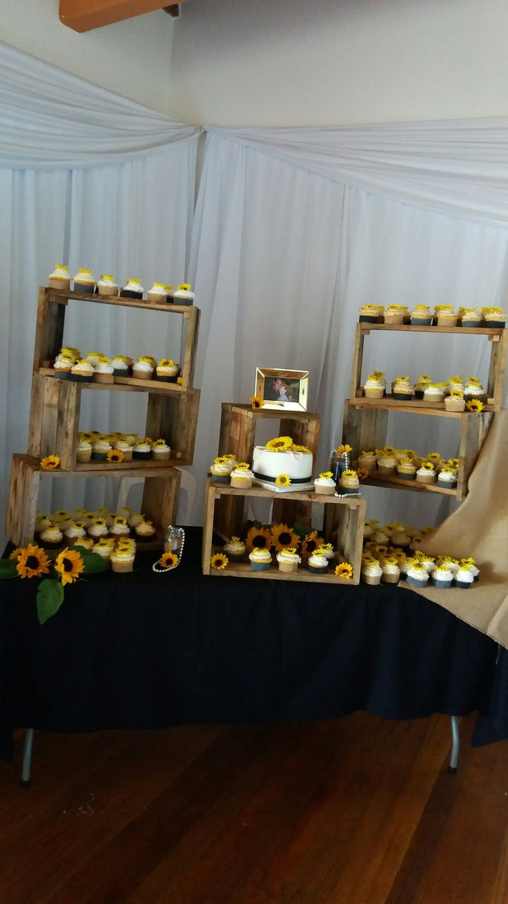 Sunflower wedding cake and cupcakes, made by Colleen de Wet