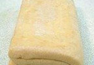 1. těsto – 15 dkg hl. mouky a 25 dkg másla. 2. těsto – 20 dkg hl. mouky, 4 žloutky, 3 lžíce vody, 2 lžíce octa a špetka soli. Máslové se zabalí do žloutkového, rozválí, složí podél jako štrúdl a pak z každé strany na 2× a na sebe. Odpočívá do 2. dne. Pak se takto rozválí a složí ještě 3×. Trouba musí být horká, aby těsto pěkně naskočilo.