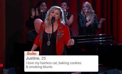 Kelly Clarkson Hilariously Sings Tinder Profiles for Jimmy Kimmel - I love Kelly Clarkson!!!