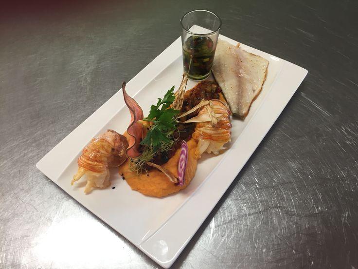 Filet de loup de mer, cigale de mer mousseline de patate douce, vinaigre balsamique.