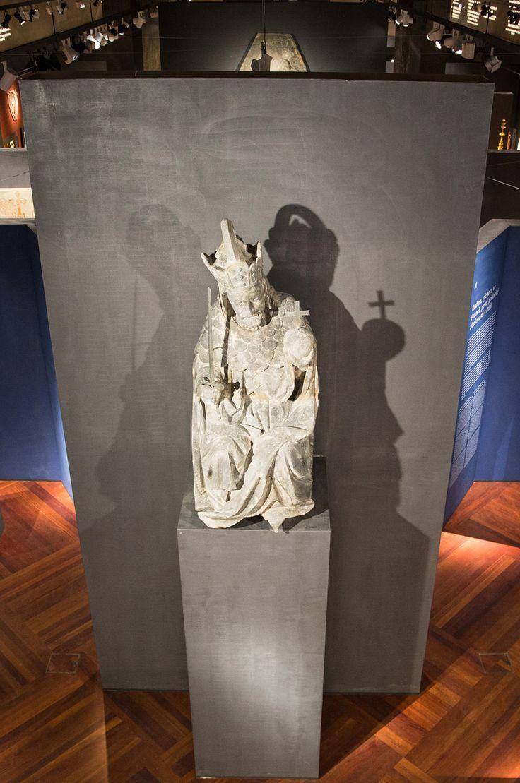 Praha, Expozice Národní galerie k 700. výročí narození Karla IV. ve Valdštejnské jízdárně #Lighting #muzea #galerie #iGuzzini @iguzzini