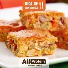 Como fazer torta proteica de frango Para começar bem a semana que tal uma receita fácil de torta proteica de frango? Você pode variar o cardápio de maneira simples e saborosa! Essa receita além de proteica, apresenta baixo teor de carboidrato e gordura. Rende 10 porções de 173 calorias cada, com 18g de proteína, 7g de carboidrato e 7,6g de gordura.