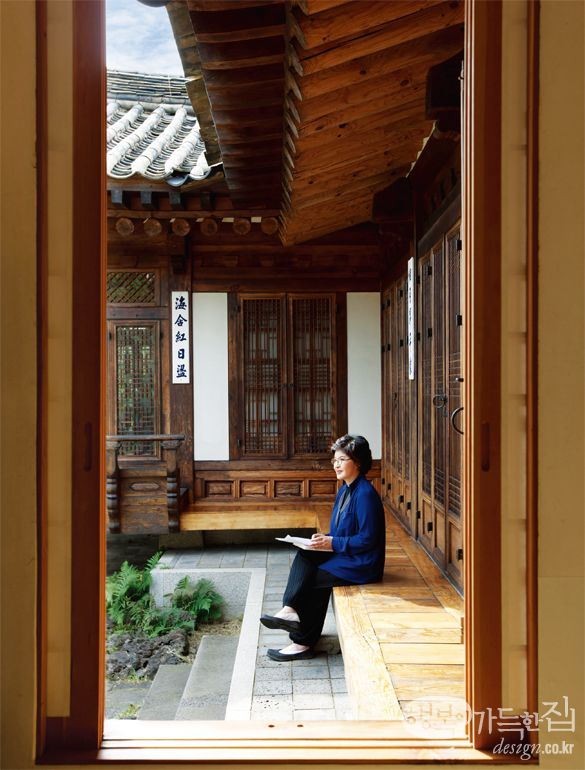 Hanok, Korean Traditional House--I would love a house like this!