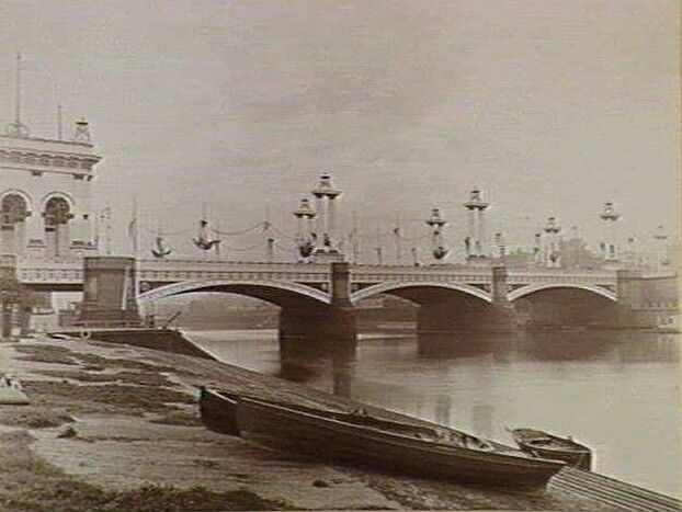 Photo of the approach to Princes Bridge taken from the city side of the Yarra River in Melbourne, Victoria in 1863.