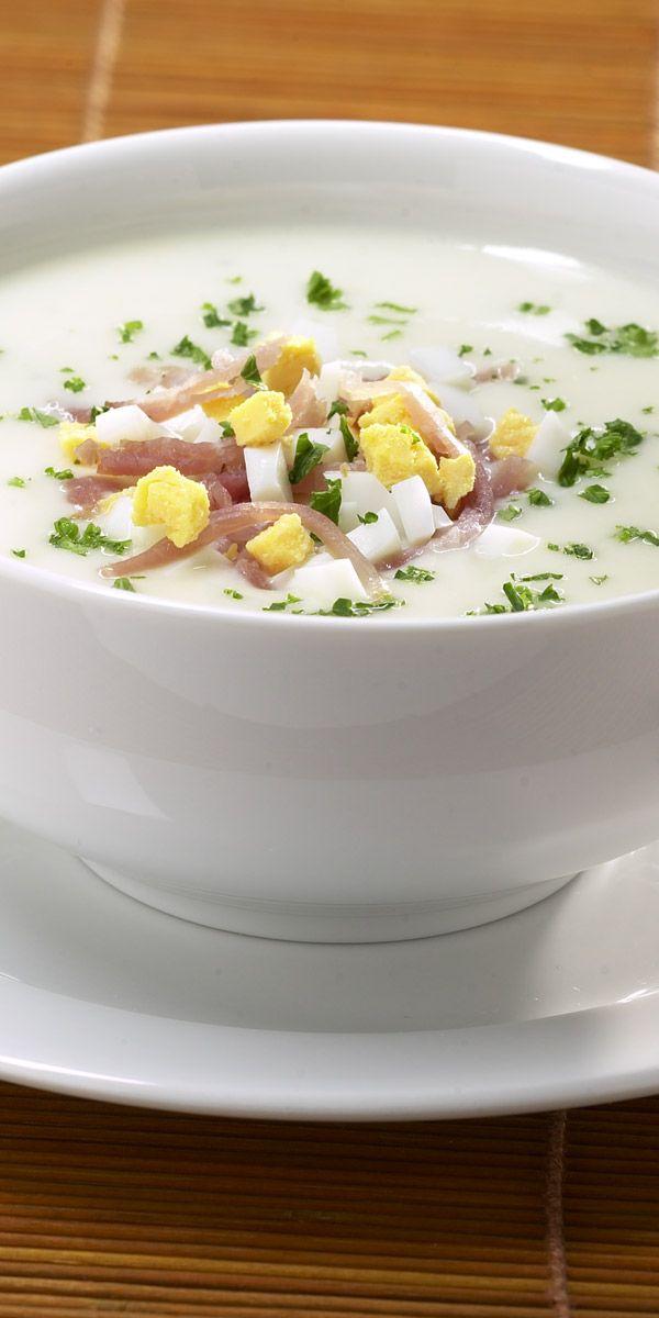 Wenn du dir eine schnelle, aber trotzdem super leckere Suppe zaubern möchtest, solltest du mal diese Spargelcremesuppe mit Ei und Schinken ausprobieren. In weniger als 15 Minuten steht sie frisch gekocht auf deinem Tisch!
